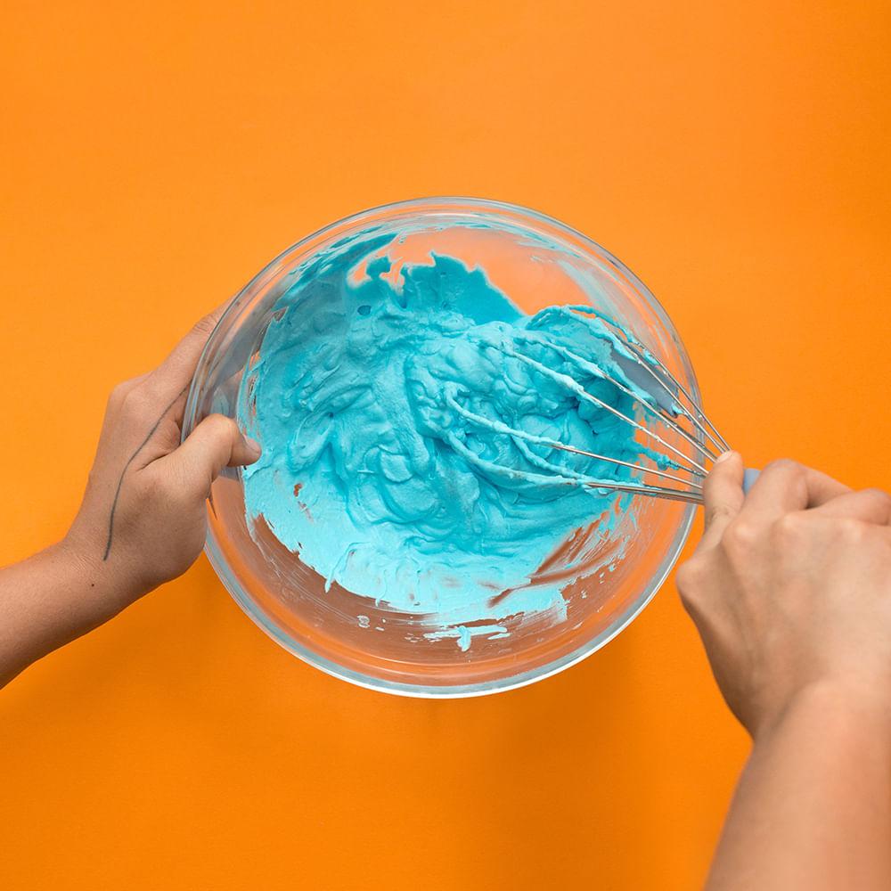 Batedor de Ovos com Raspador de Silicone e Metal Azul OIKOS
